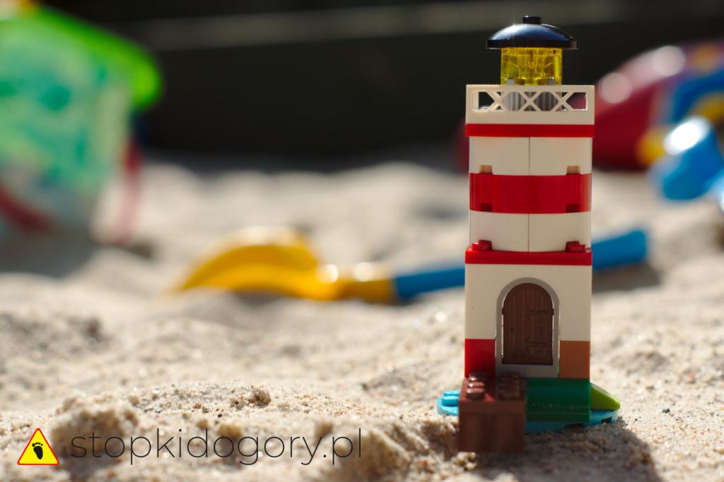 Latarnia morska w piaskownicy